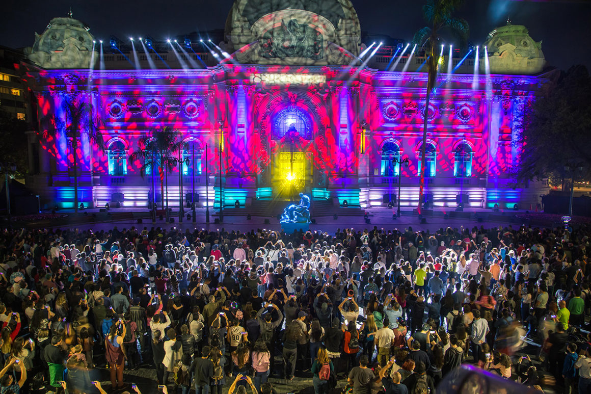 Filusa llena de color, música y arte los edificios emblemáticos de Santiago