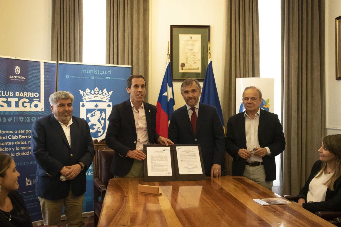 Club Barrio Santiago firma convenio con Salcobrand y Grupo Sierra Bella